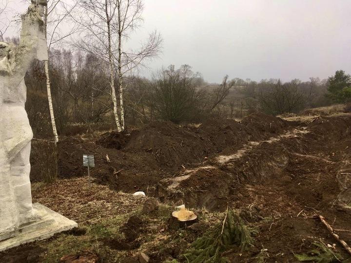 Перезахоронения братской могилы в Стрешево не будет, власти встретились с жителями