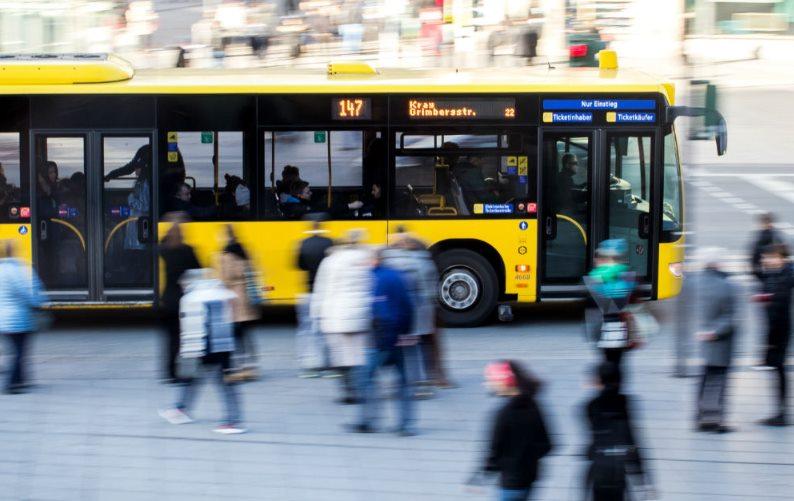 По поручению Дмитрия Миляева пассажиров общественного транспорта обеспечат медицинскими масками